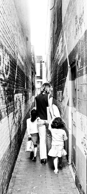 mum narrow alley